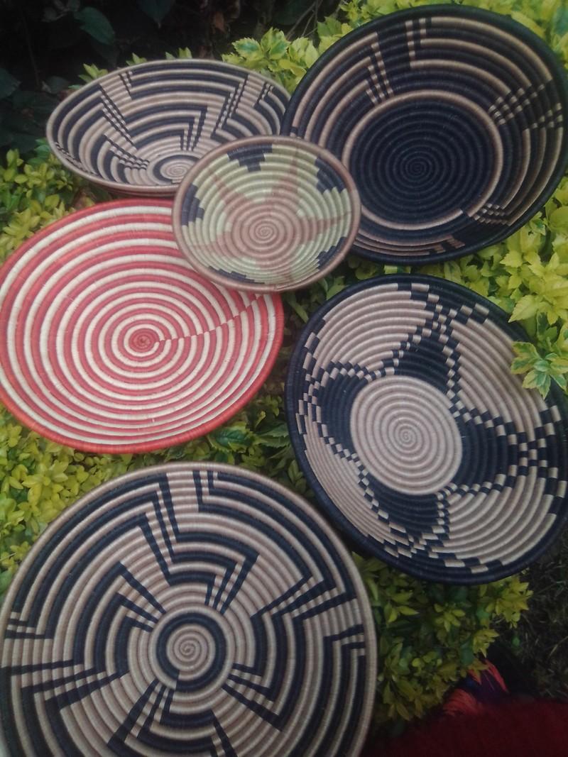 Tenture Africaine Grande Taille 6 paniers suspendus / paniers collage / panier rwanda - stickers muraux  multicolore, fibres naturelles