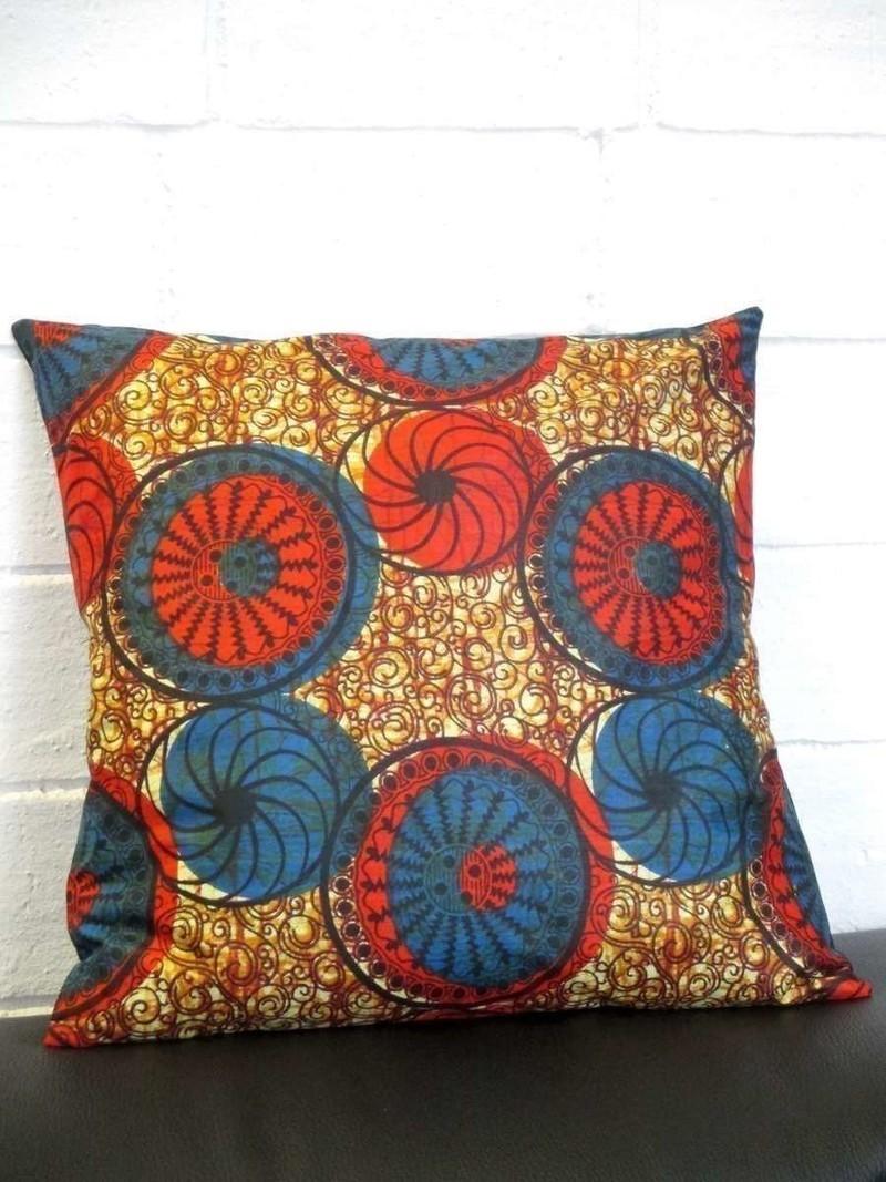 housse de coussin 40x40 en tissu africain ou wax par nene. Black Bedroom Furniture Sets. Home Design Ideas