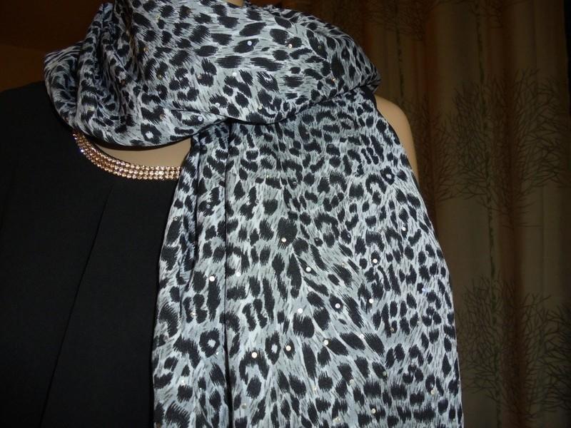 Etole, écharpe en coton imprimé animal gris, noir et blanc avec ... f72ce39cb90