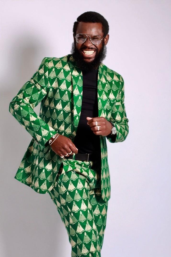 Une Homme Et Tailleur IntégralPour LuiLes Costumes Tailleurs Costume Wax MulticoloreAvec Beaux Touche De WaxLook JoursMariage POkXuwZiT