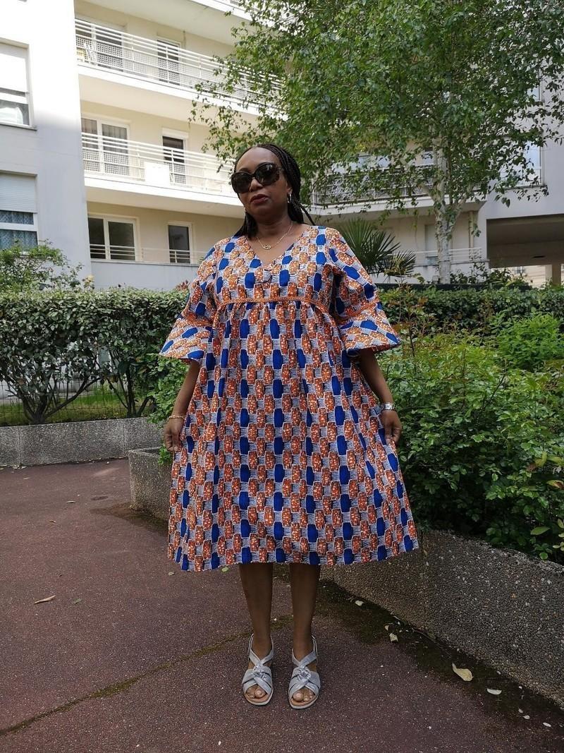 b13cced75d62c3 Robe ample manches courtes en wax ( pagne africain ) - Robes courtes robes  evasées, multicolore, grande taille et formes, avec une touche de wax, ...