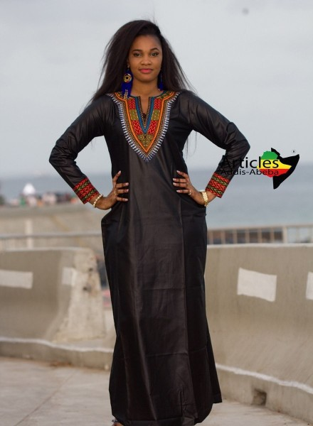 Longue robe noire manche longue Addis-Abeba par articles-addis-abeba ... a58f3cc7fdad