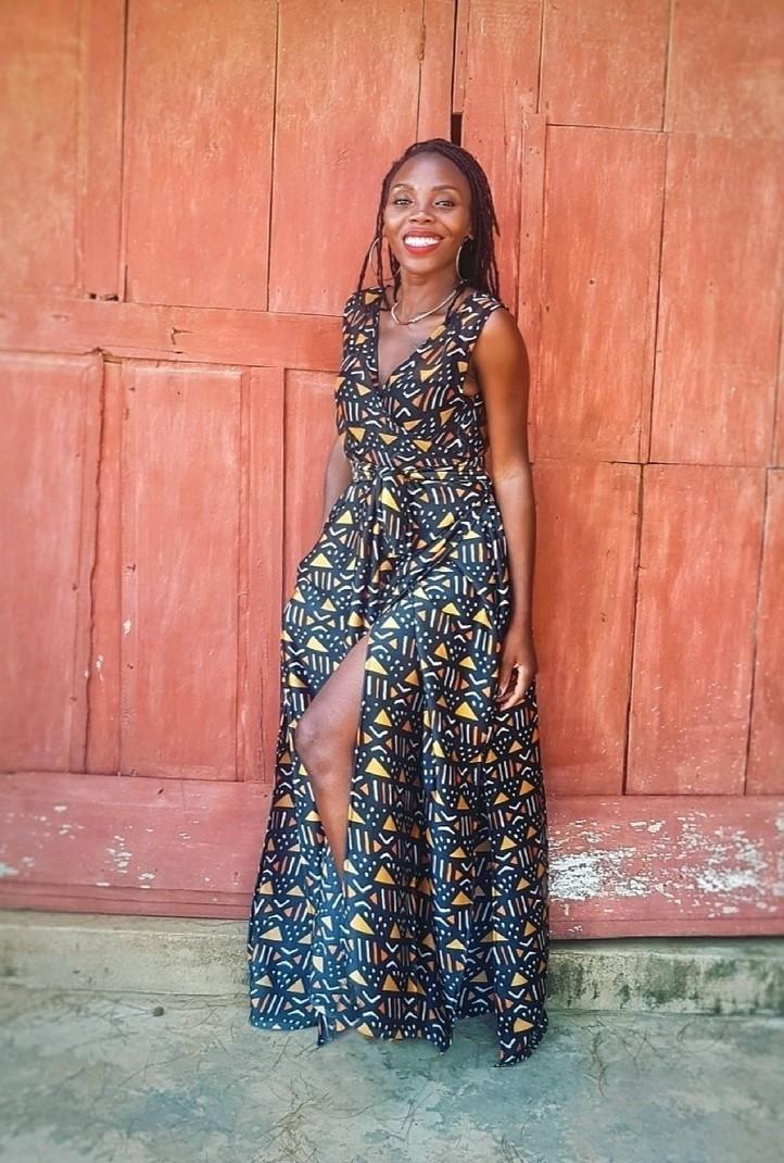 a0bbc9385 Robe portefeuille longue en soie - Robes longues robes maxi, marron, , look  intégral wax, tenues sexy, soie imprimée, bogolan, pour elle, ...