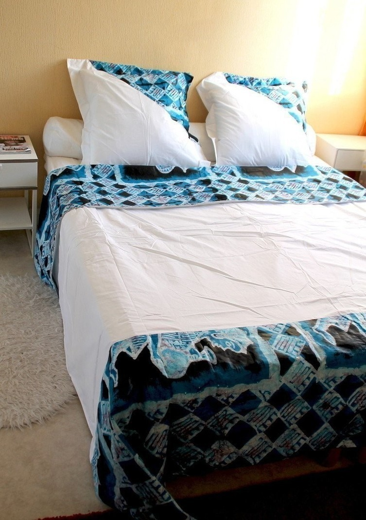 ensemble drap de lit housse de couette en tissu africain bleu par arw afrikrea. Black Bedroom Furniture Sets. Home Design Ideas