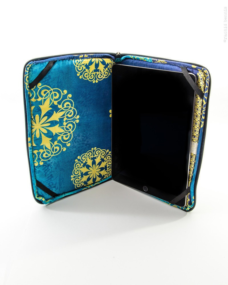 pochette pour tablette personnalisable par houefacoo prot ges housse afrikrea. Black Bedroom Furniture Sets. Home Design Ideas