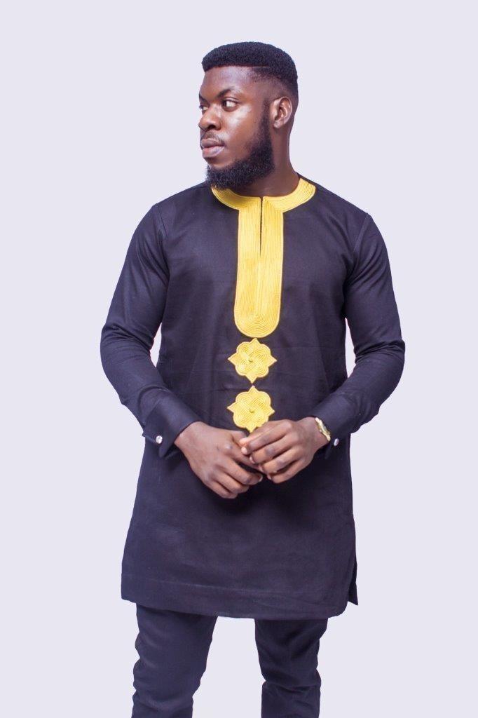 Costume africain brodé d or des hommes 2e2a284b945