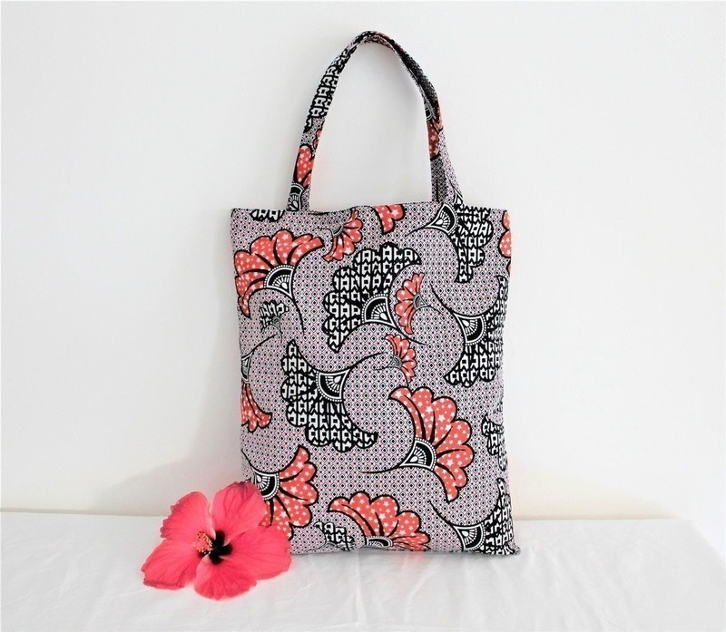 tote bag imprim fleurs sac noir et rouge sac paule accessoire de afrikrea. Black Bedroom Furniture Sets. Home Design Ideas