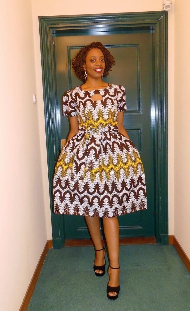 robe col rond manches courtes en wax pagne africain par pagnshopea afrikrea. Black Bedroom Furniture Sets. Home Design Ideas
