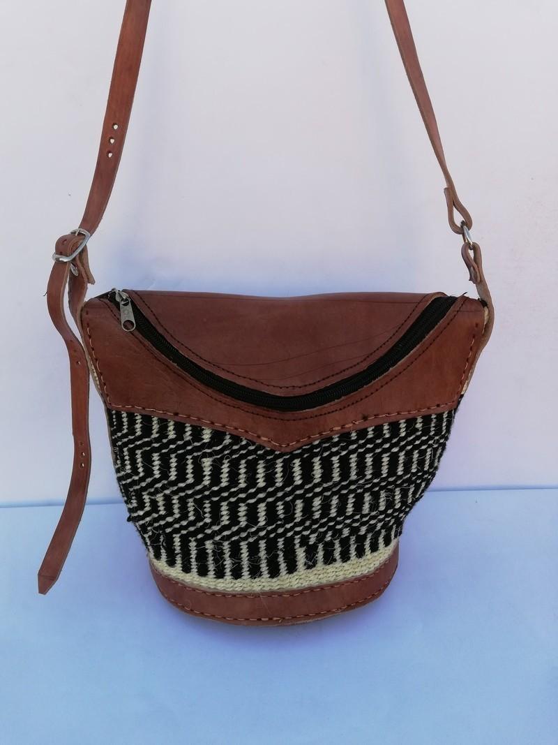 Sac en sisal tissé africain, sac à bandoulière tissé, sac à main tissé, sac de plage, sac dété, cadeau de maman Sacs à bandoulière rouge, cuir