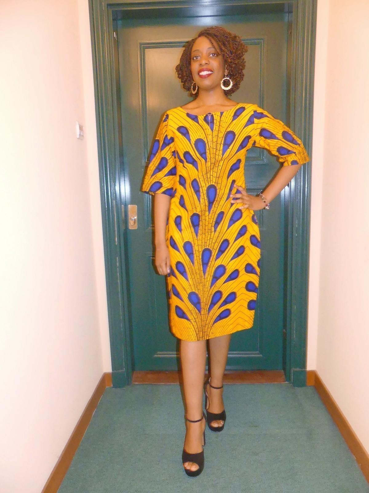 Robe droite en wax ( pagne africain ) par pagnshopea - Robes courtes - Afrikrea