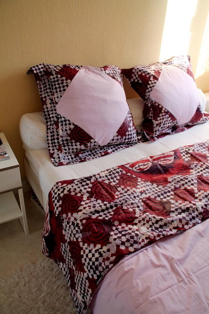 ensemble drap de lit housse de couette en tissu africain par arwides afrikrea. Black Bedroom Furniture Sets. Home Design Ideas