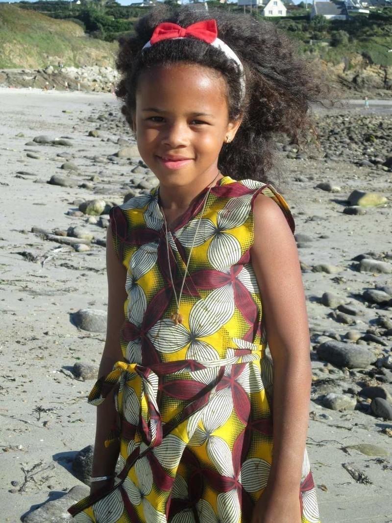 Fin de série! Robe fillette en tissu africain wax à fleurs par nene ... 3fa146627c6